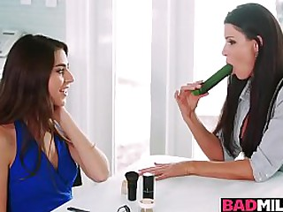 India Summer demonstrates Arielle Faye what getting her pussy licked will feel like!